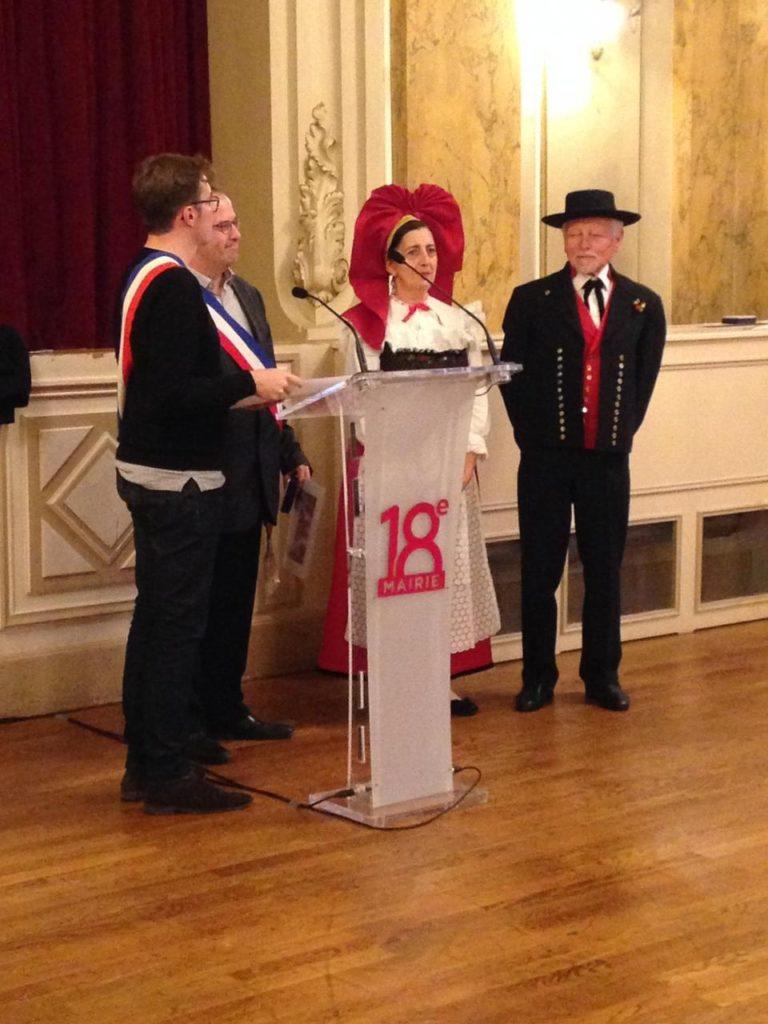 Médaille de Paris et de la FNFF remise au groupe folklorique LES BRETZELS