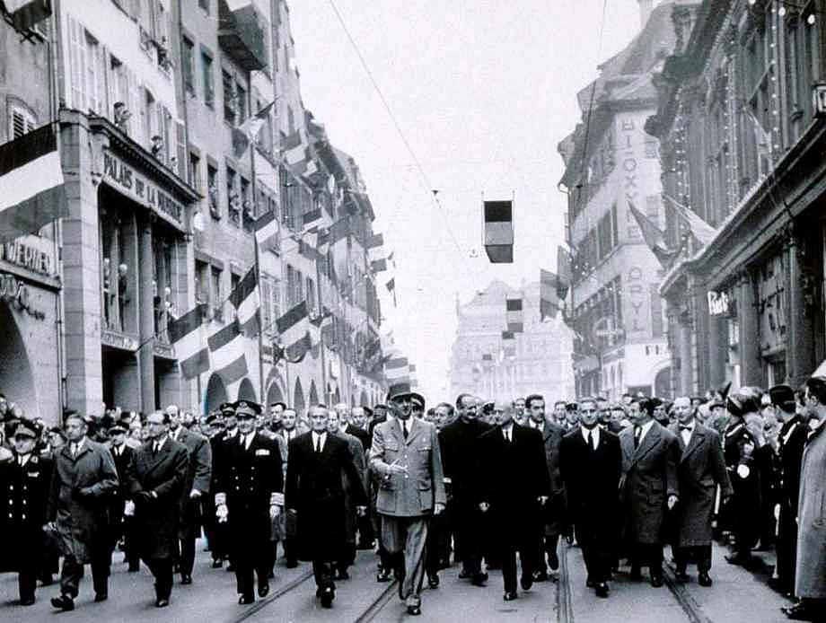 Strasbourg Rue des Grandes Arcades 1959 – Visite du Général De Gaulle